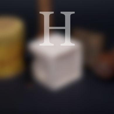 L'histoire du Savon de Marseille, un H sur image de savon floutée